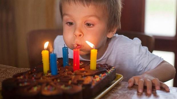 Thổi nến bánh sinh nhật là một hình thức gây bệnh - Ảnh 2.