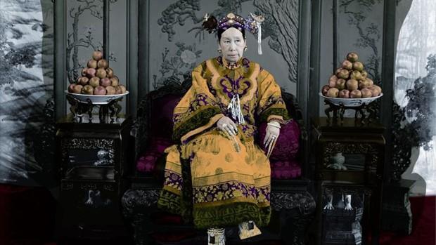 Cuộc sống xa hoa tột bậc của Từ Hy Thái Hậu: Ăn 120 sơn hào hải vị mỗi bữa, có riêng một tuyến đường sắt đi lại trong cung - Ảnh 1.
