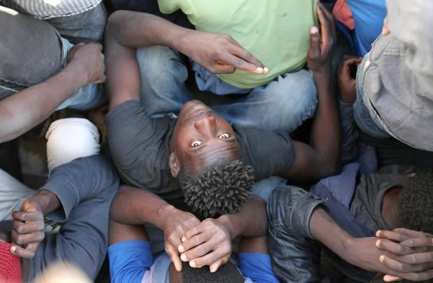Nữ phóng viên CNN kể về trải nghiệm chợ nô lệ như phim kinh dị ở Libya - Ảnh 1.