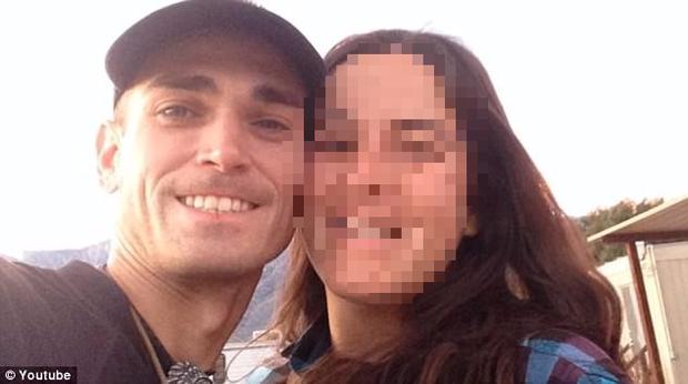 Vụ án ám ảnh: Chồng chụp ảnh với vợ đã chết rồi phi tang thi thể trong thùng đựng đá - Ảnh 2.