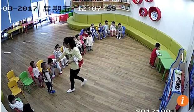 Bê bối bạo hành đang làm ô uế các trường mầm non ở Trung Quốc - Ảnh 2.