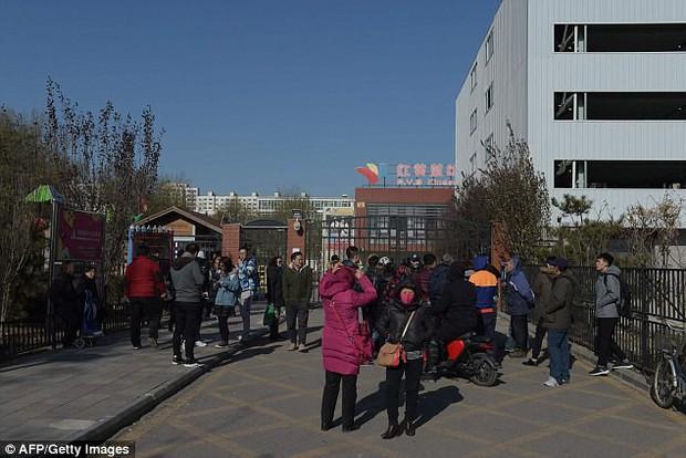 Trung Quốc: Rúng động vụ trẻ em mầm non bị ép uống thuốc lạ, ngược đãi và lạm dụng tình dục - Ảnh 2.