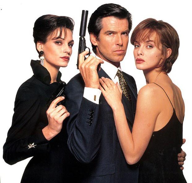 Sau nỗi đau mất vợ con, tài tử Điệp viên 007 tìm được tình yêu mới và họ yêu nhau suốt 23 năm dù cô ấy béo, xấu thế nào - Ảnh 1.