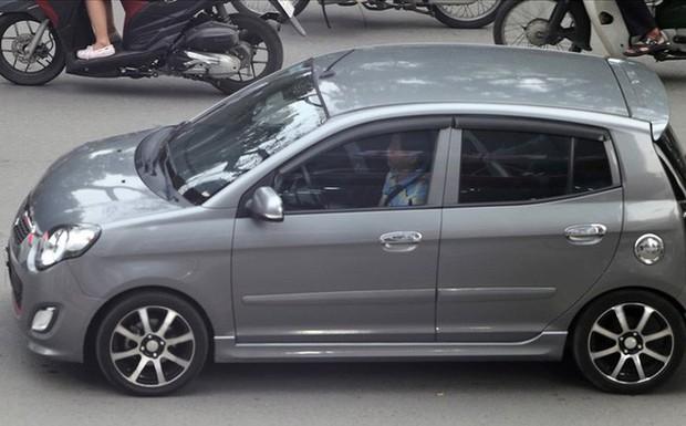 TPHCM: Từ 1.1.2018, ngồi sau ôtô không thắt dây an toàn sẽ bị phạt - Ảnh 1.