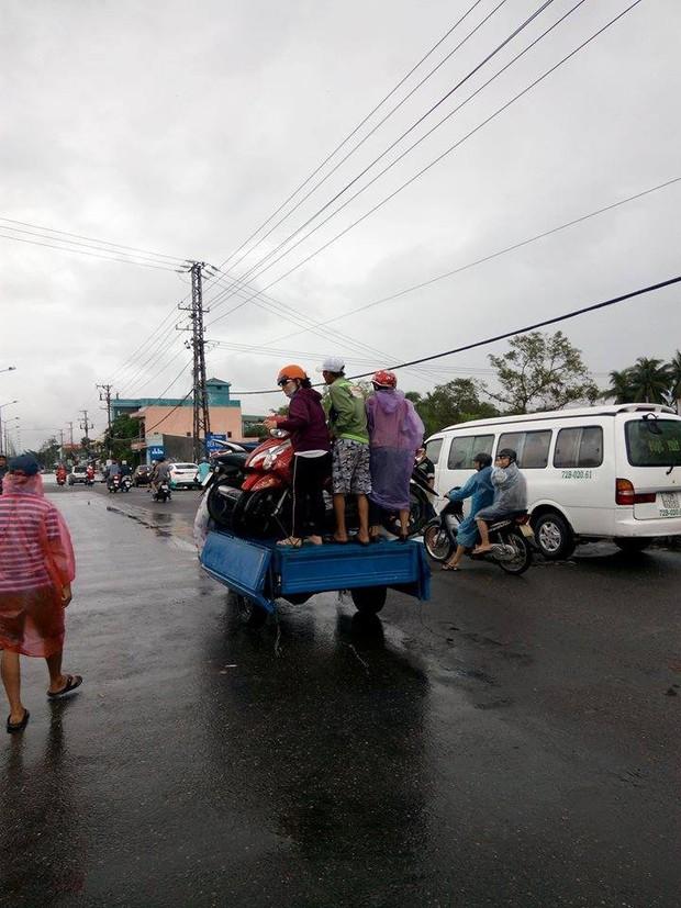Mưa lớn kéo dài 2 ngày, nhiều khu vực tại thành phố Nha Trang ngập sâu - Ảnh 8.