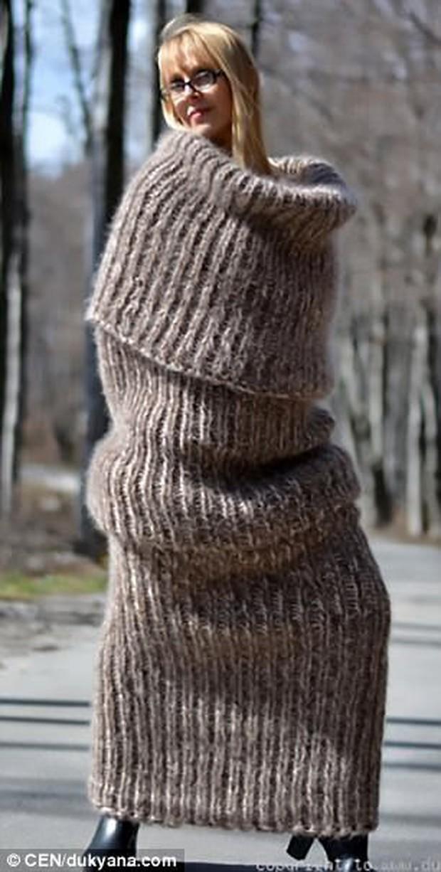 Quên áo khoác Bape kéo khóa kín đầu đi, đây mới là đỉnh cao của thời trang nhắm mắt, quên đời - Ảnh 1.