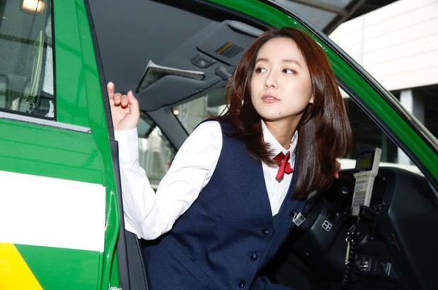 """Nữ tài xế taxi Nhật Bản xinh đẹp khiến khách hàng phát """"cuồng"""" - Ảnh 4."""