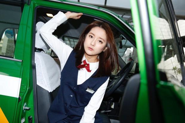 """Nữ tài xế taxi Nhật Bản xinh đẹp khiến khách hàng phát """"cuồng"""" - Ảnh 1."""