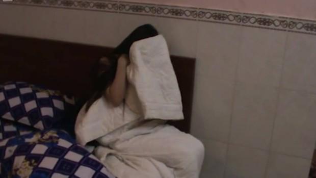 Đột kích nhà hàng ở Sài Gòn bắt quả tang 3 cặp nam nữ đang mua bán dâm - Ảnh 1.