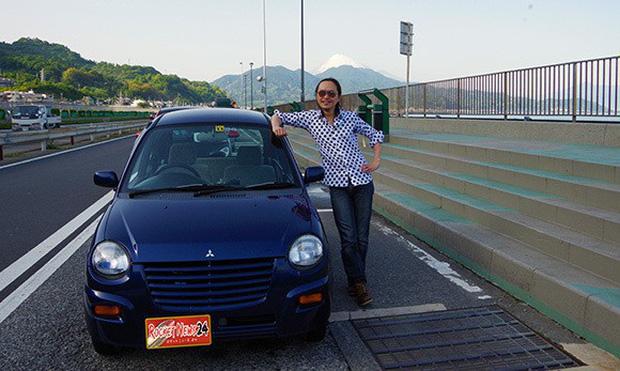 Nhật Bản: Bị chê dở hơi vì dùng bút viết bảng để sơn ô tô, sau khi đem xe đi rửa ai nấy đều bất ngờ - Ảnh 1.