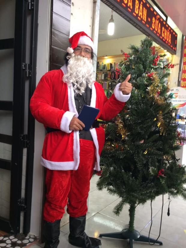 Chuyện về nhóm bạn trẻ đều đặn 7 năm hóa thân thành ông già Noel giao quà cho các em nhỏ khắp cả nước - Ảnh 2.