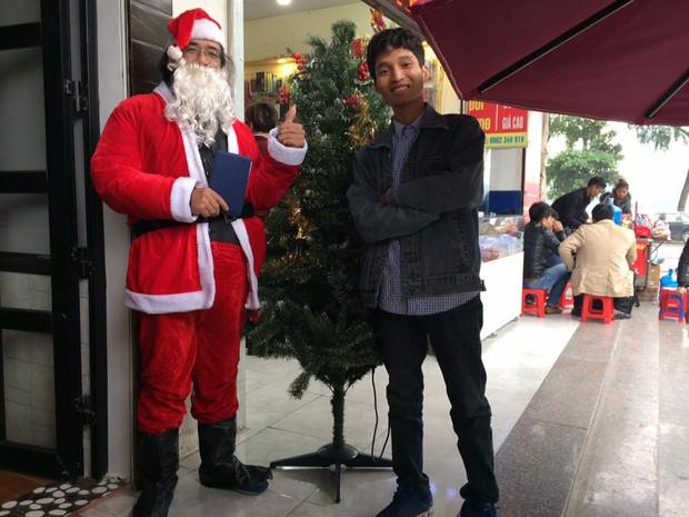 Chuyện về nhóm bạn trẻ đều đặn 7 năm hóa thân thành ông già Noel giao quà cho các em nhỏ khắp cả nước - Ảnh 1.
