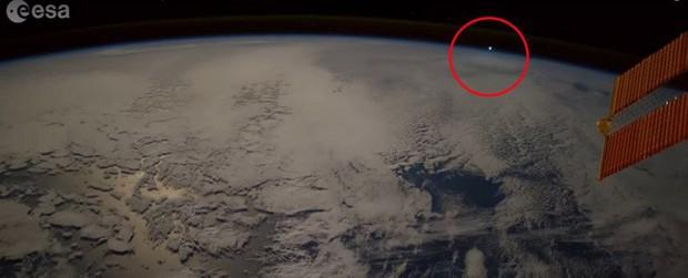 Sử dụng khoa học, cựu nhân viên NASA giải mã hầu hết những lần người dân nhìn thấy UFO - Ảnh 1.