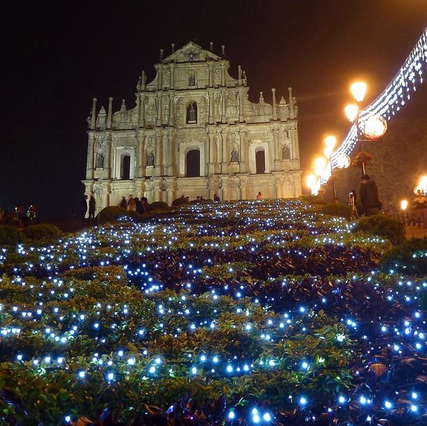 Khung cảnh đón Giáng sinh sớm ở nhiều nơi trên khắp thế giới: Lộng lẫy, nguy nga và ấm áp - Ảnh 14.