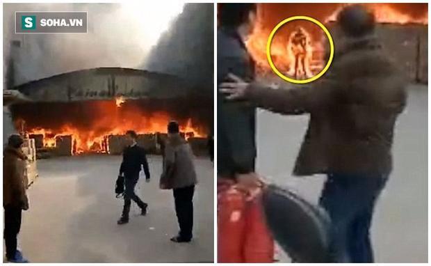 Clip: Cố tình lao vào đám cháy để tìm kiếm tài sản, người đàn ông biến thành ngọn đuốc sống - Ảnh 1.