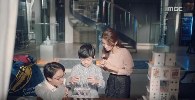 Quá manh động, Yoo Seung Ho không sợ ngứa, kề sát môi robot - Ảnh 8.