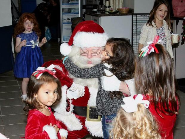 Những điều ước diệu kỳ của trẻ em trong dịp Giáng sinh: Lời nhắn số 9 khiến nhiều người vô cùng cảm động - Ảnh 1.