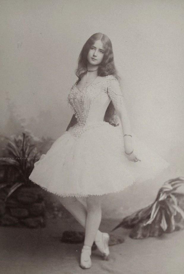 """Cuộc đời kịch tính của """"gái làng chơi"""" Paris được mệnh danh là tổ nghề Celeb"""" nổi tiếng nhờ các tin đồn và scandal - Ảnh 2."""