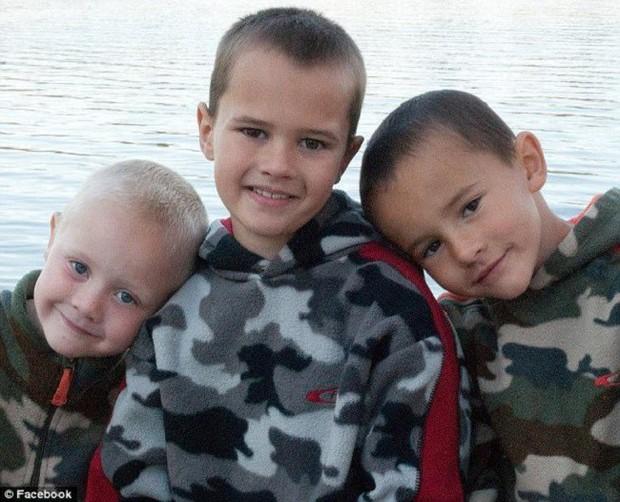 Cả 3 đứa con trai mất tích trong một ngày, 7 năm sau bà mẹ được báo tin đã tìm thấy con nhưng đau đớn tột cùng - Ảnh 1.