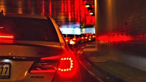Khoa học chứng minh: Chạy xe bám đuôi chính là nguyên nhân gây ra tắc đường - Ảnh 1.