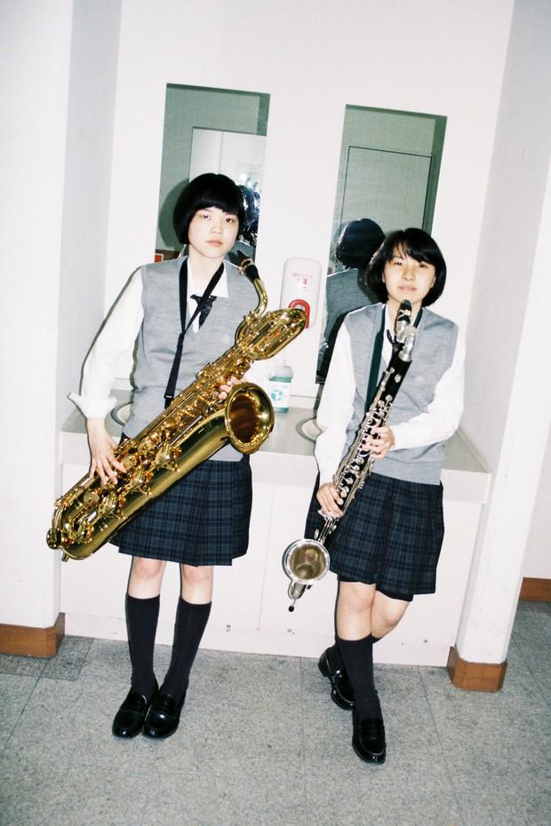 Bộ ảnh độc đáo lột tả cuộc sống nữ sinh trung học Nhật Bản những giờ phút bên ngoài giảng đường - Ảnh 2.