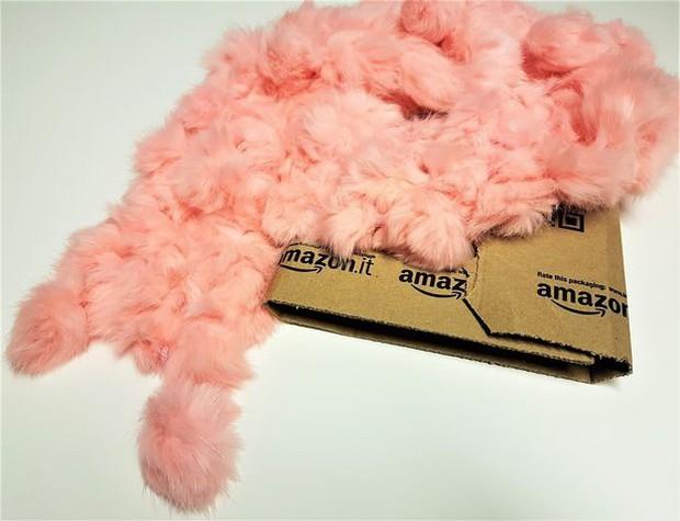 Đằng sau những món quà áo lông đắt tiền dịp Giáng sinh là số phận đau thương của hàng triệu con cáo, chồn - Ảnh 3.