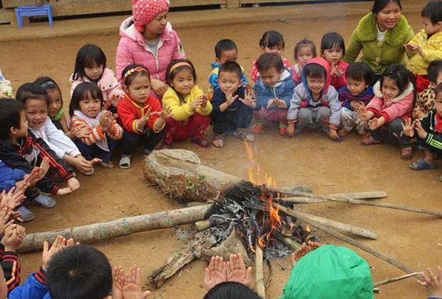 Lạnh 4 độ C, học sinh nhiều nơi phải nghỉ học - Ảnh 1.