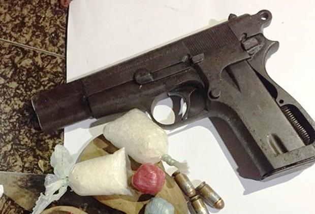 Vừa ra tù đã sắm súng, mua ma túy về chôn dưới nền nhà - Ảnh 2.