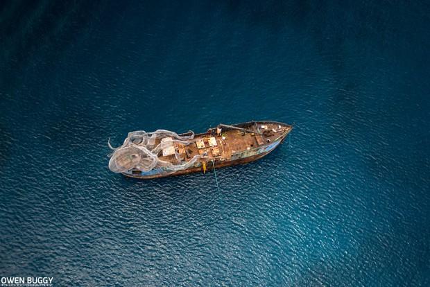 Mất 2 năm trời dựng mô hình thủy quái Kraken trên chiếc tàu cũ để rồi đánh chìm, kết quả sau đó ai cũng vô cùng ngưỡng mộ - Ảnh 5.