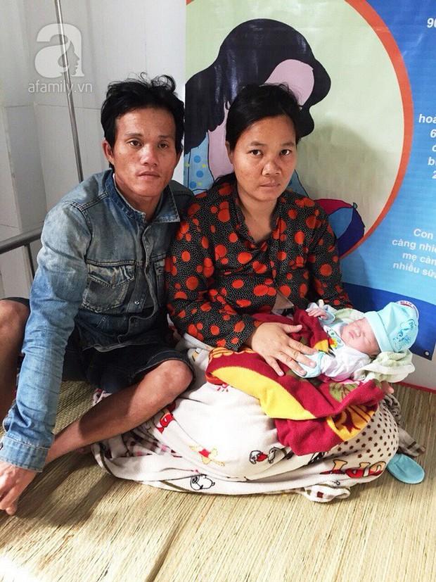Cà Mau: Lên cơn đau đẻ bất ngờ, sản phụ sinh con trên đường chạy bão Tembin - Ảnh 2.