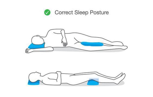 Các tư thế ngủ tốt nhất cho những người ngực to, đau lưng, hay ngáy hoặc bị ợ nóng - Ảnh 3.