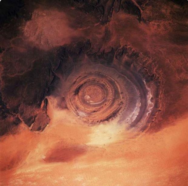 Những hiện tượng kỳ quặc không thể tin được vẫn tồn tại trên Trái Đất - Ảnh 2.