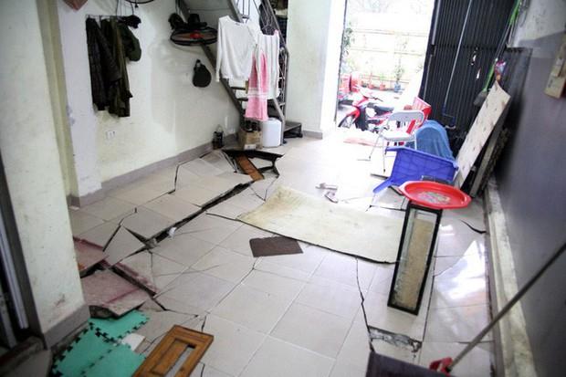 Hà Nội: Hàng chục người tháo chạy vì nền nhà sụt lún, nổ lớn trong đêm - Ảnh 1.