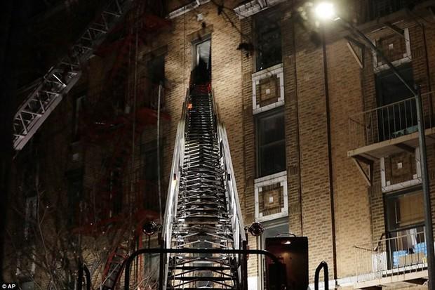 Hiện trường vụ cháy kinh hoàng làm 12 người chết ở New York (Mỹ) - Ảnh 2.