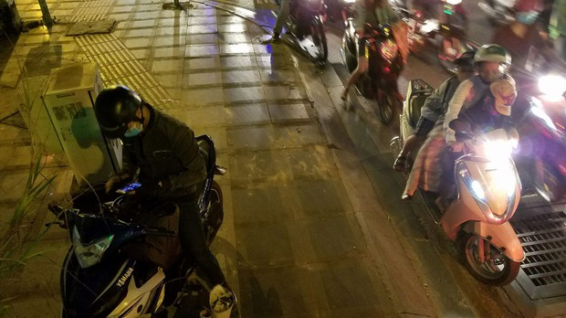 Đường phố Sài Gòn và Hà Nội đông đúc sau ngày làm việc cuối cùng trong năm 2017 - Ảnh 21.