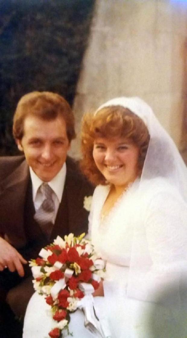 Kết hôn 20 năm rồi đường ai nấy đi, cặp vợ chồng lại quyết định tái hôn chỉ vì một lý do bất ngờ - Ảnh 1.