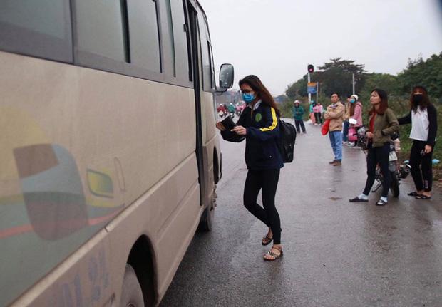 Hà Nội: Người dân tiếp tục về quê nghỉ Tết Dương lịch, đường cao tốc quốc lộ 5 ùn tắc kéo dài hàng km - Ảnh 6.
