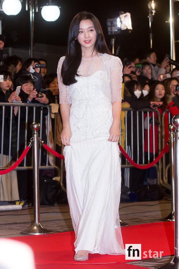 Thảm đỏ KBS Drama Awards: Kim Ji Won gây sốc.. vì quá đẹp, Jang Nara đọ sắc với Kim So Hyun và dàn chị đại không tuổi - Ảnh 2.
