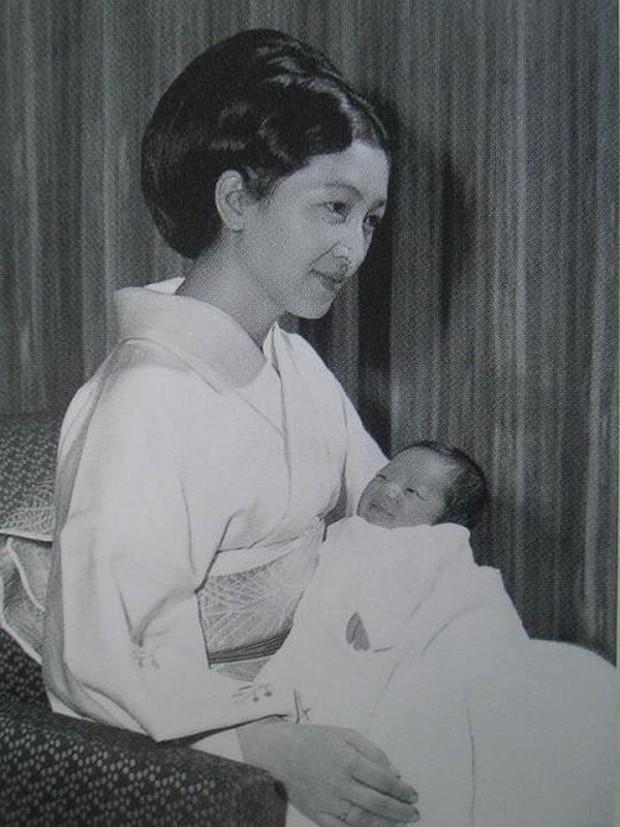 Chuyện làm dâu trong muôn trùng hà khắc của Hoàng hậu có xuất thân thường dân đầu tiên của Nhật Bản - Ảnh 11.