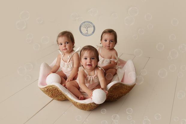 Bộ ảnh dễ thương của 3 bé sinh ba tự nhiên hiếm gặp trên thế giới - Ảnh 11.