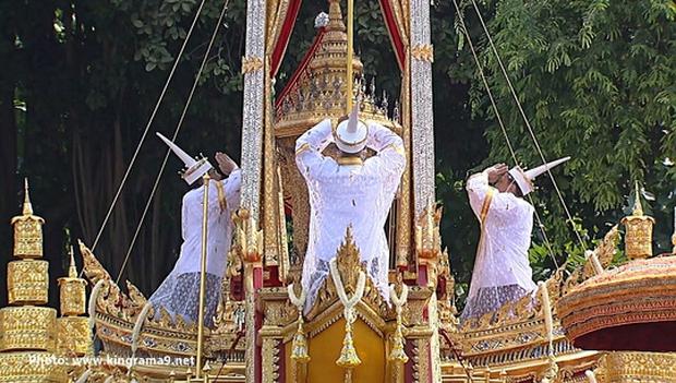 Thái Lan: Quân đội nấu ăn cho người dân đến viếng Quốc vương - Ảnh 11.