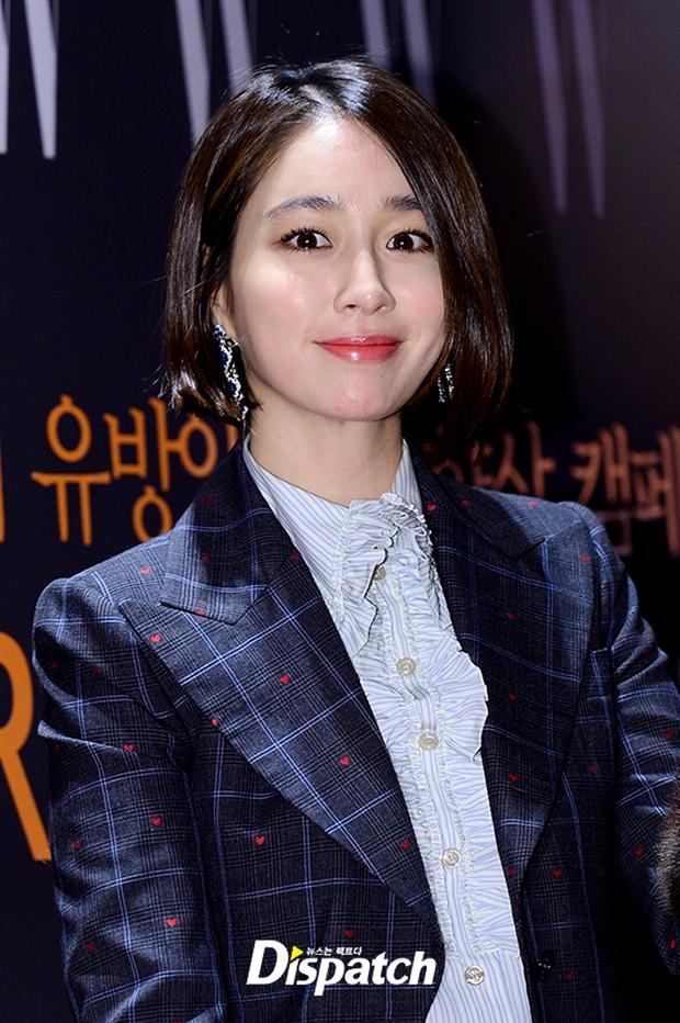 """Sự kiện hiếm có: """"Mẹ Kim Tan"""" Kim Sung Ryung hở bạo, cùng dàn mỹ nhân không tuổi thay nhau """"đè bẹp"""" các nhan sắc đàn em - Ảnh 11."""