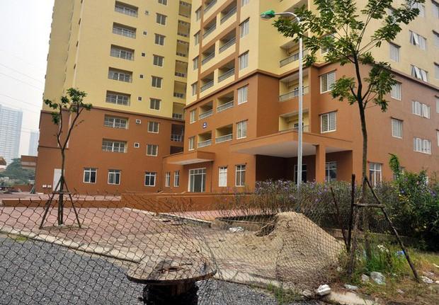 Hà Nội: Nhiều chung cư bỏ hoang cả chục năm khiến người dân nuối tiếc - Ảnh 11.
