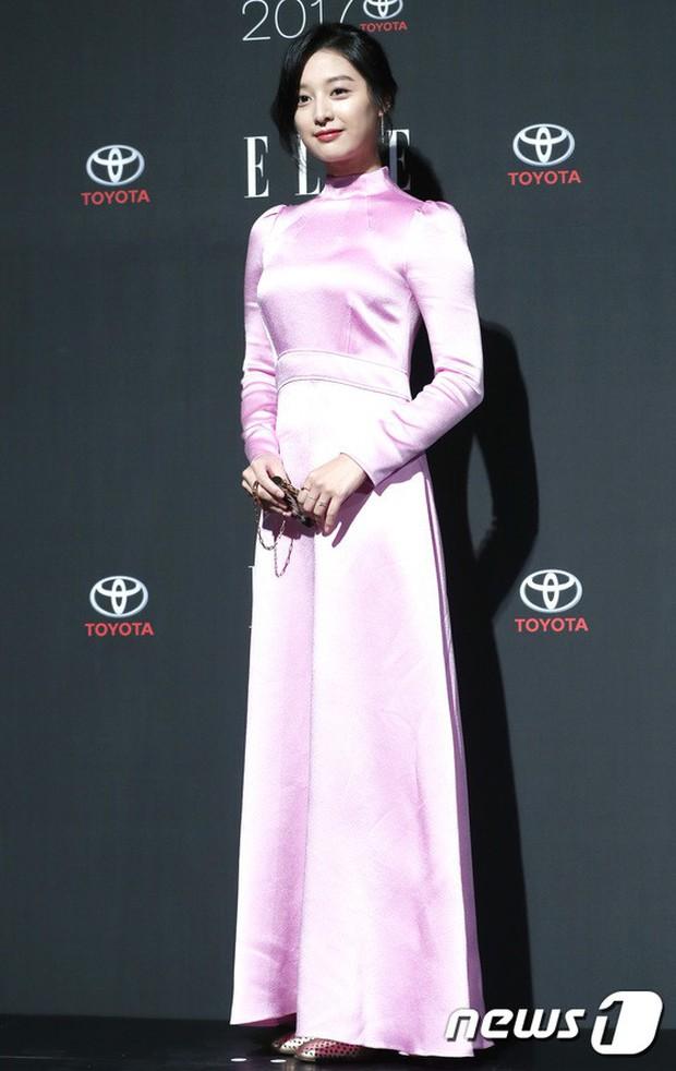 Thảm đỏ quy tụ dàn sao quyền lực: Yoona sang chảnh, nữ thần Kim Ji Won đẹp xuất sắc nhưng lại mặc gì thế này? - Ảnh 11.