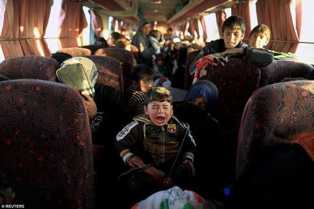Những hình ảnh đau thương về cuộc chiến chống IS - Ảnh 11.