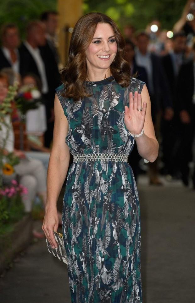 Tổng kết năm 2017, Công nương Kate đã chi hơn 3 tỷ đồng mua sắm quần áo - Ảnh 11.