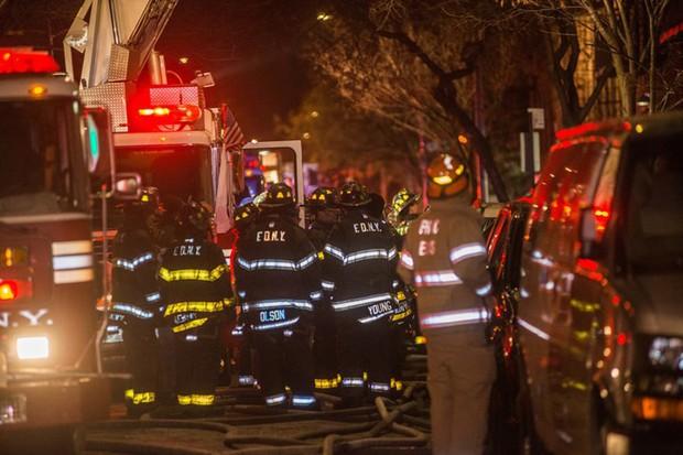 Hiện trường vụ cháy kinh hoàng làm 12 người chết ở New York (Mỹ) - Ảnh 11.