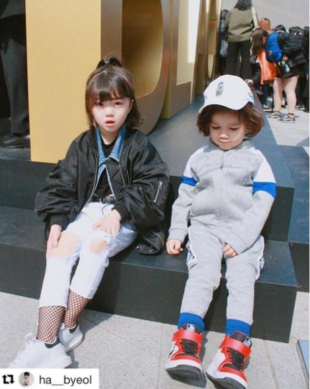 Cứ mỗi mùa Seoul Fashion Week đến, dân tình lại chỉ ngóng xem street style vừa cool vừa yêu của những fashionista nhí này - Ảnh 12.
