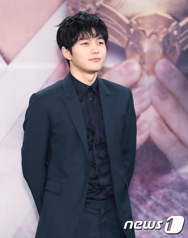 Yoo Seung Ho và L đứng cạnh nhau thôi cũng khiến fan đau đầu, Kim So Hyun mặt tròn vẫn xinh - Ảnh 12.