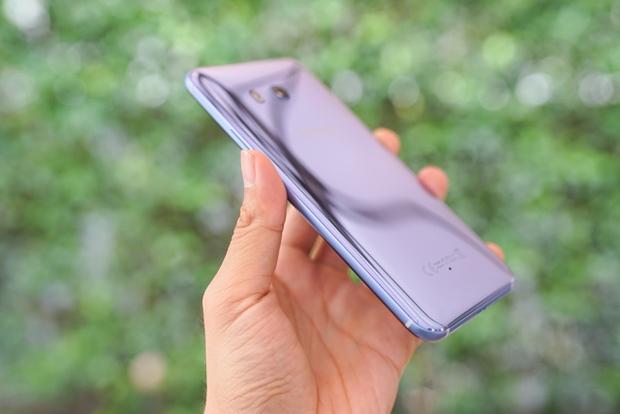 Smartphone có tính năng bóp viền cảm ứng HTC U11 chính thức ra mắt tại thị trường Việt Nam, giá gần 17 triệu đồng - Ảnh 12.